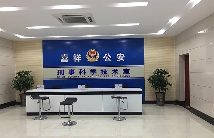山东jia祥gong安采用行业中为shu不多的yingguo环保xing手印熏显柜设备提升办an能力